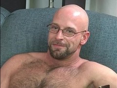 Bodybuilder DILF with hairy body sucks me off and swallows my cum.