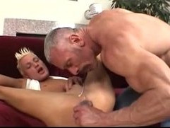 Daddy Plays With His Twink dads lap.blogspo